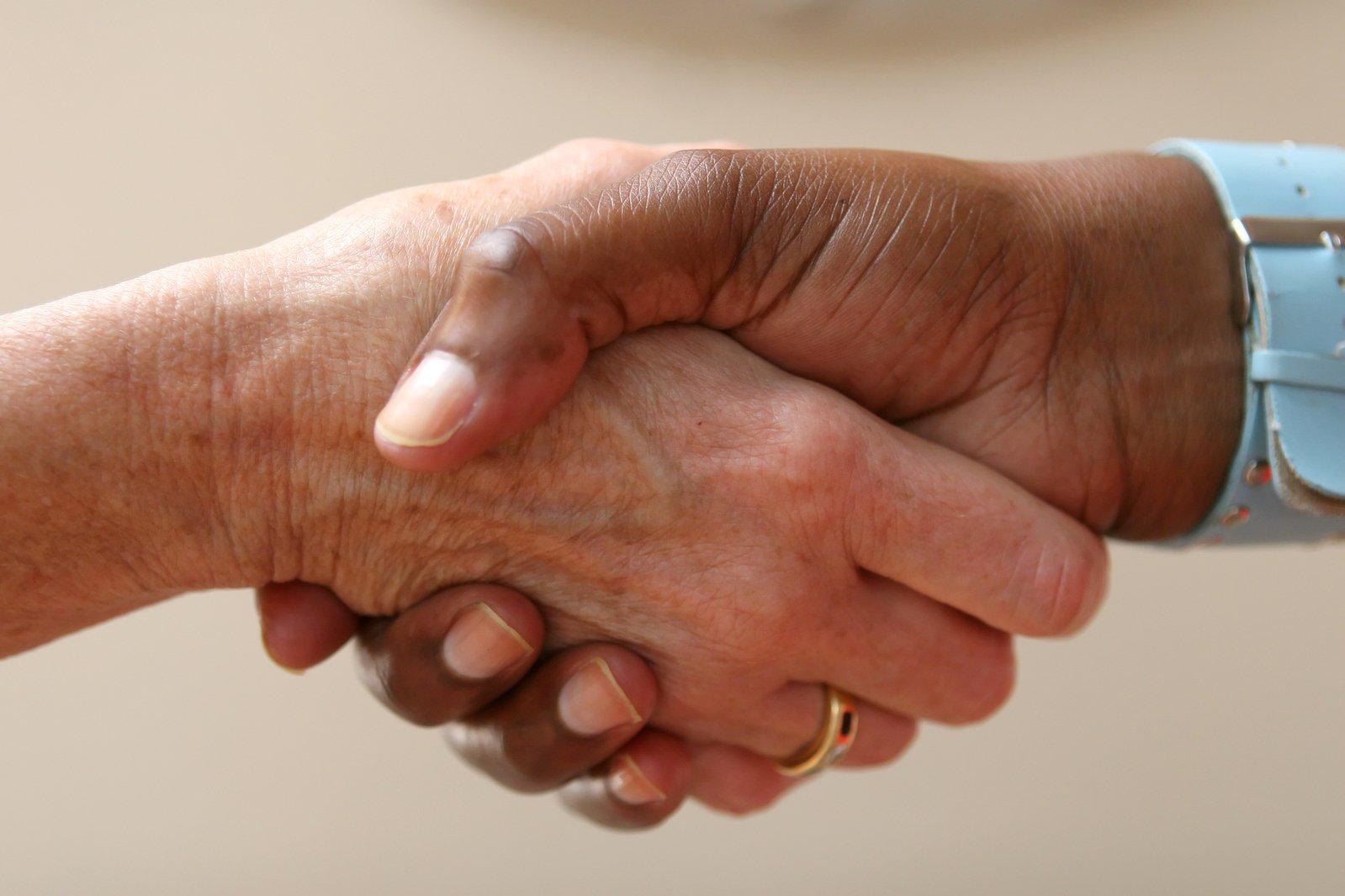 Naucz się negocjować – skuteczne techniki negocjacji